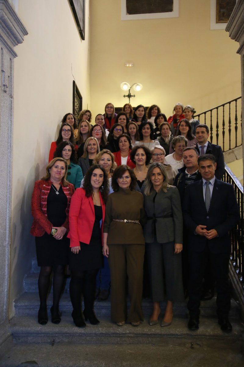 https://www.toledo.es/wp-content/uploads/2018/11/11_firma_y_charla_mujeres-800x1200.jpg. La alcaldesa avanza que el Centro de la Mujer ampliará su horario para mejorar la atención de las víctimas de violencia machista