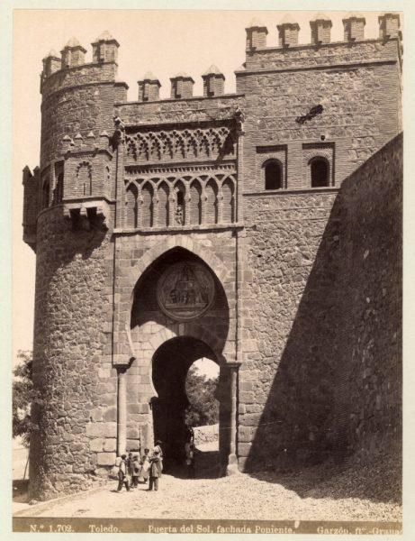 1702 - Toledo. Puerta del Sol, fachada Poniente
