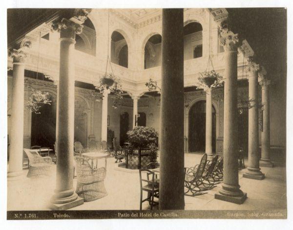1761 - Toledo. Patio del Hotel de Castilla
