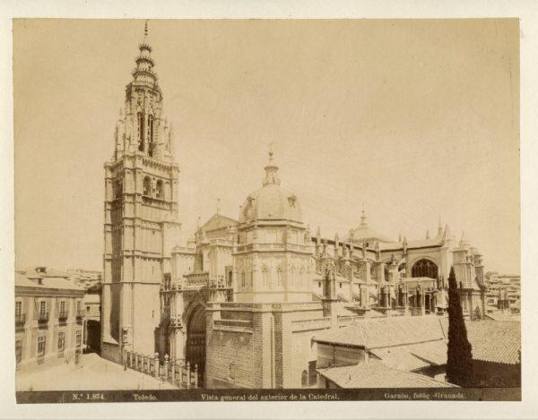 1874 - Toledo. Vista general del exterior de la Catedral