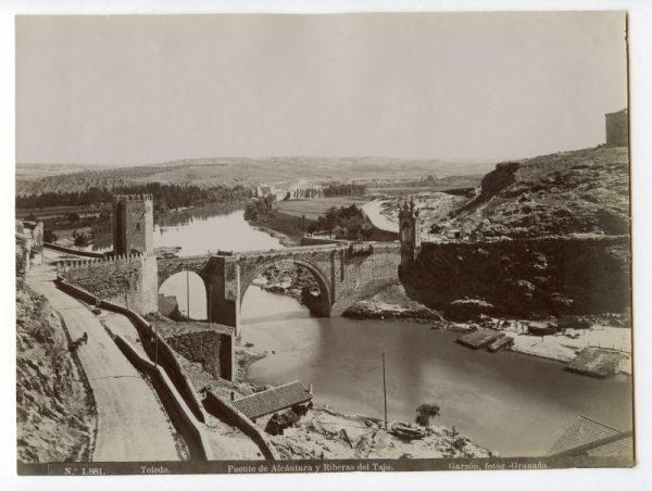 1881 - Toledo. Puente de Alcántara y Riberas de Tajo