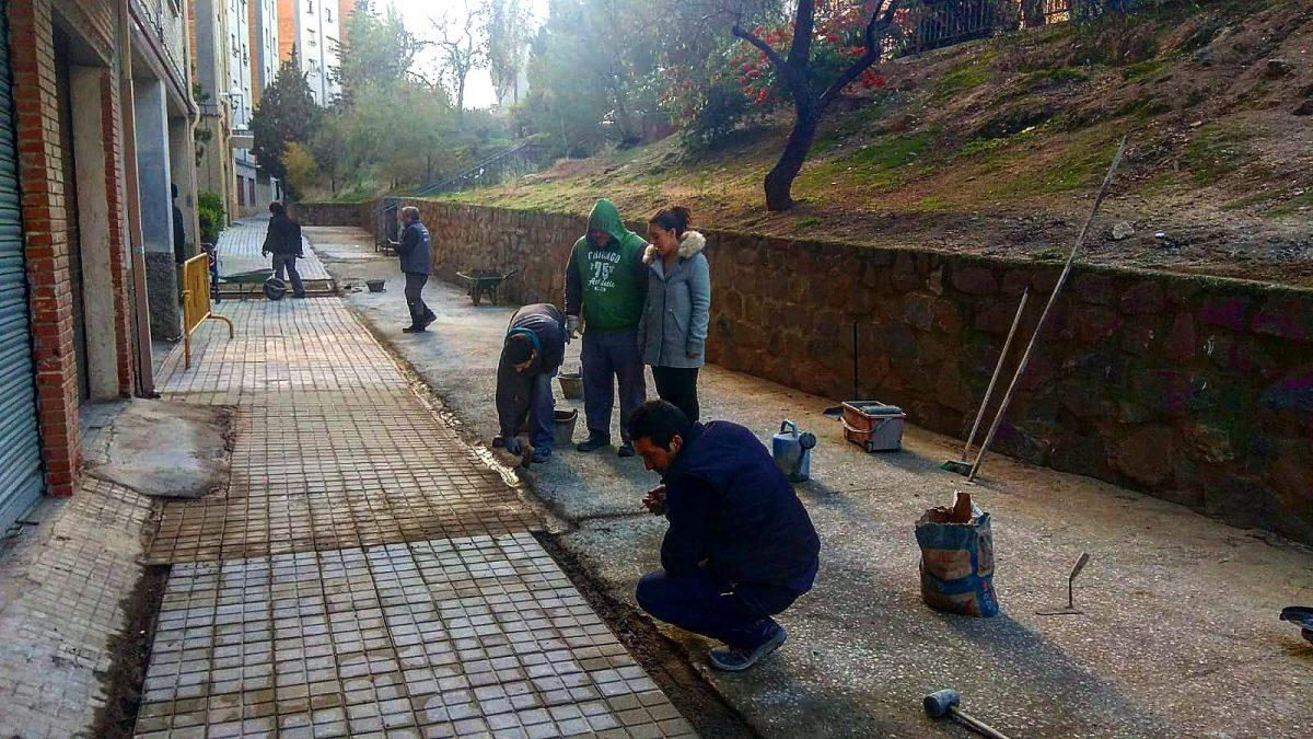 https://www.toledo.es/wp-content/uploads/2018/11/acerado-santa-barbara-1200x675.jpeg. La renovación y mejora del acerado de la calle Madre Vedruna en Santa Bárbara avanza en el marco de los Programas de Empleo