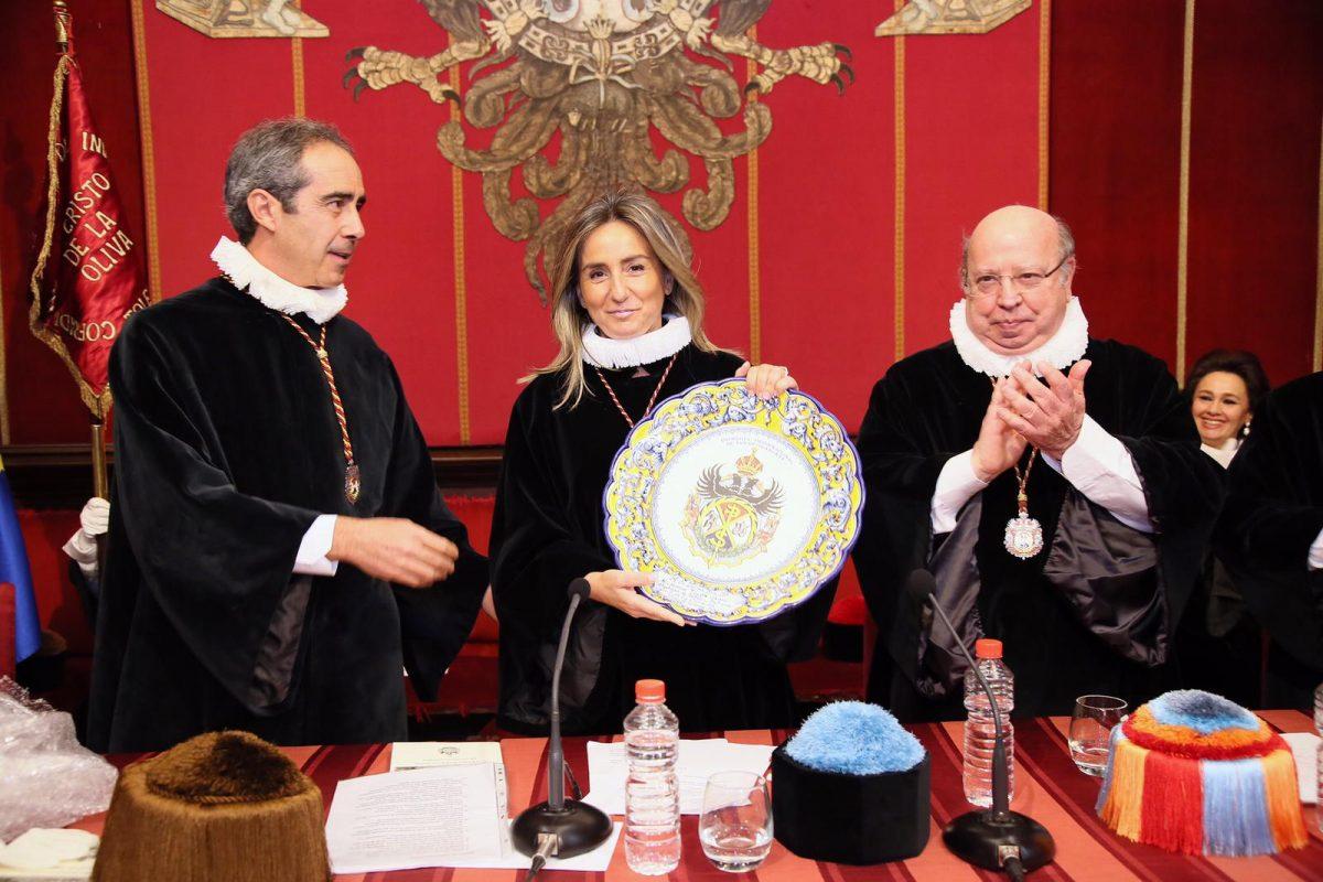 """La Cofradía Internacional de Investigadores otorga a la alcaldesa una distinción """"por su acogida, ayuda e implicación"""" con la entidad"""