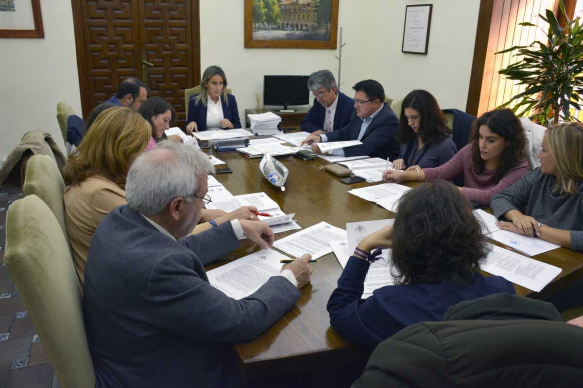 http://www.toledo.es/wp-content/uploads/2018/11/foto_jgl-1200x800.jpg. Adjudicadas obras de mejora urbana en Casco Histórico y Santa Bárbara por 180.000 euros