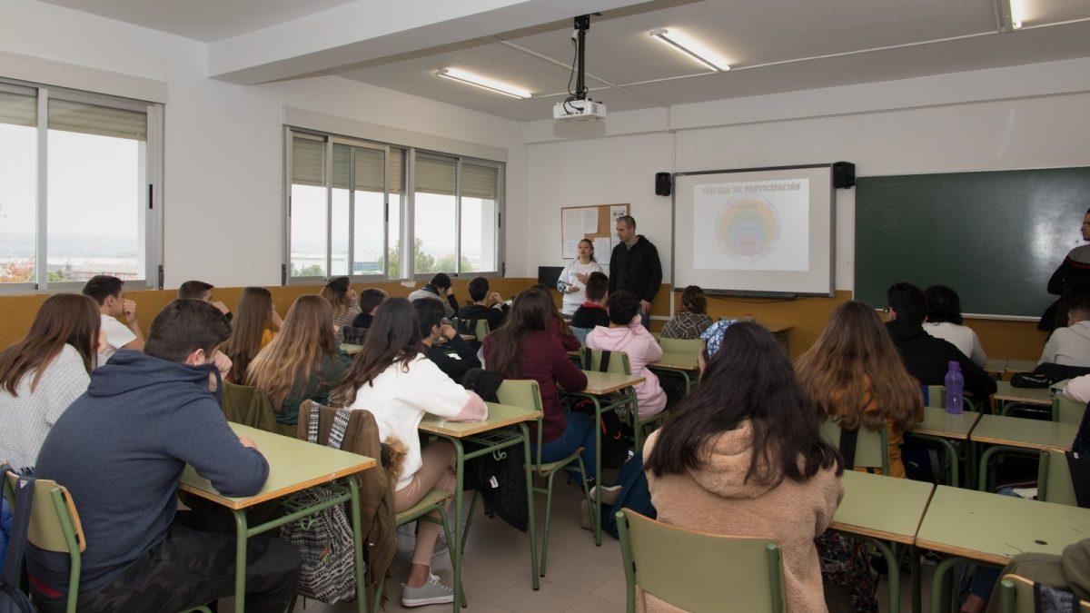 https://www.toledo.es/wp-content/uploads/2018/11/lrm_export_20181113_105016-01-2-1200x675.jpeg. El Ayuntamiento promueve la participación juvenil en centros de secundaria a través de los talleres #EspabilaToledo