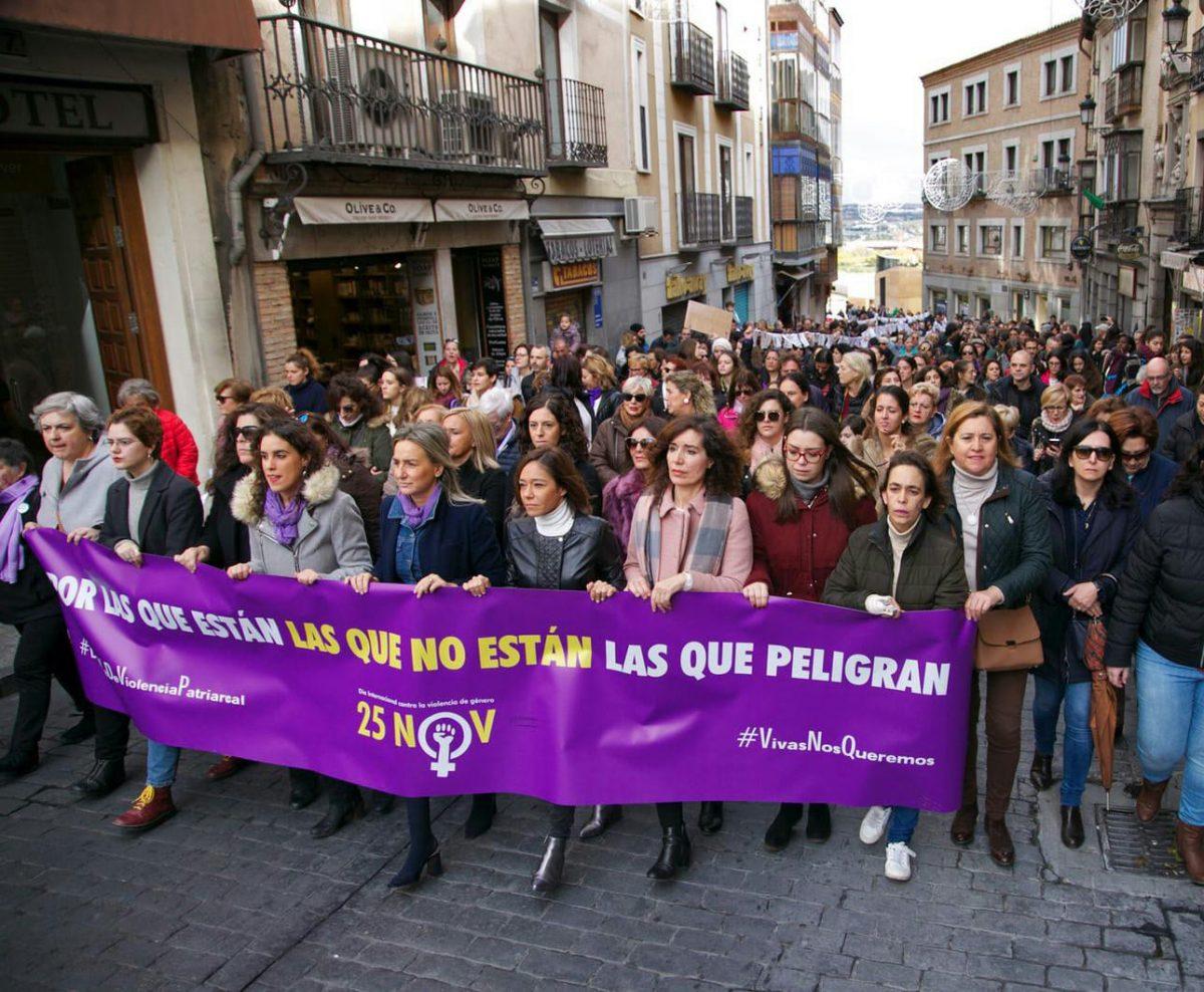 https://www.toledo.es/wp-content/uploads/2018/11/marcha-25n-1200x988.jpeg. La ciudad sale a la calle este 25N y enfatiza en los menores asesinados por sus padres en entornos de violencia machista