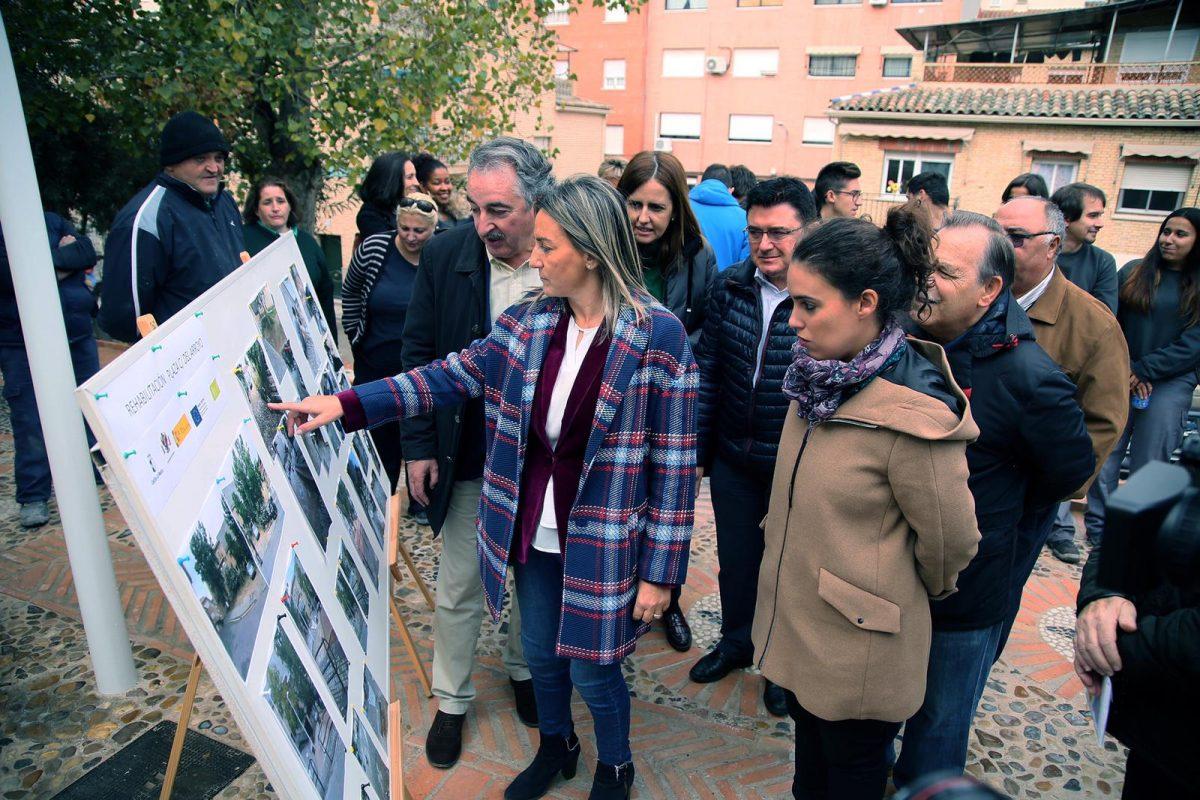 https://www.toledo.es/wp-content/uploads/2018/11/milagros-tolon_arroyo_3-1200x800.jpeg. Milagros Tolón destaca que los Programas de Empleo revierten en la mejora de la ciudad, como en la nueva plaza de la calle del Arroyo