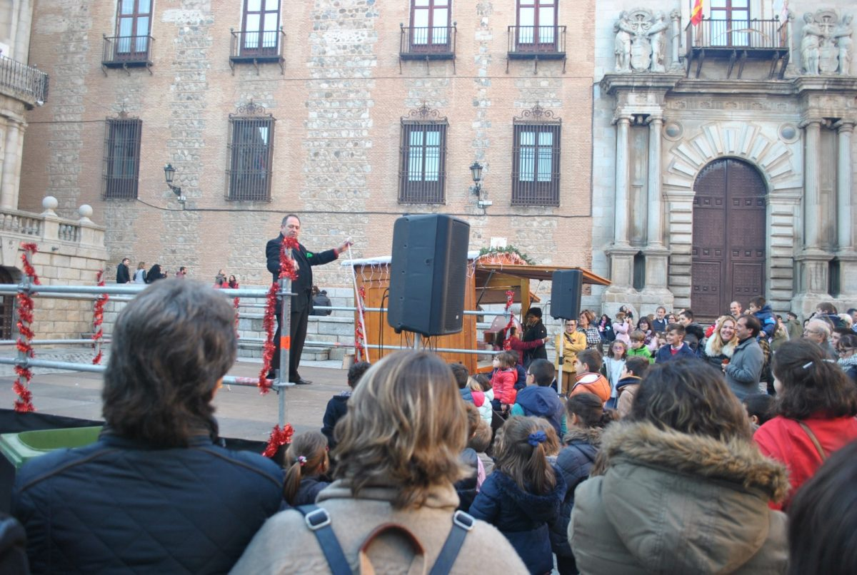 https://www.toledo.es/wp-content/uploads/2018/12/01-actuacion-magia-1200x806.jpg. Continúan las actividades programadas para esta Navidad por el Ayuntamiento con un espectáculo de magia