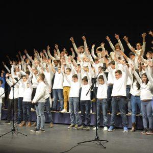 Unos 200 alumnos cantan a la Navidad en el VII Encuentro de Villancicos Escolares organizado por el Consistorio toledano