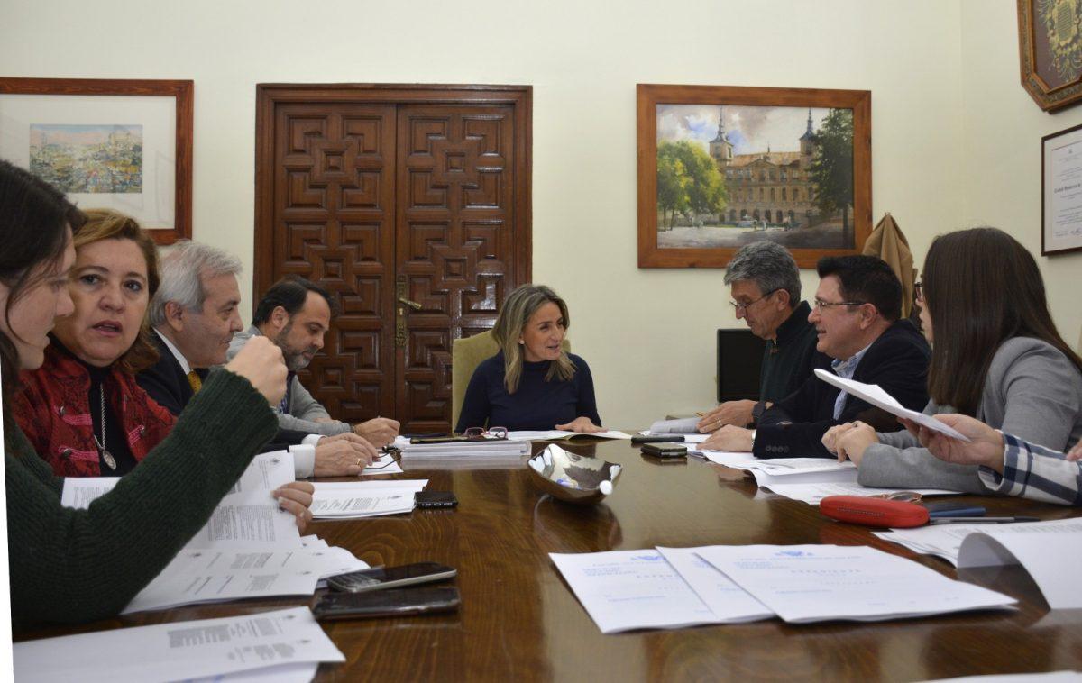 http://www.toledo.es/wp-content/uploads/2018/12/01-foto-junta-gobierno-local-1200x758.jpg. La Junta de Gobierno aprueba la propuesta de ampliar los 365 días del año la protección de la ORA a los residentes del Casco