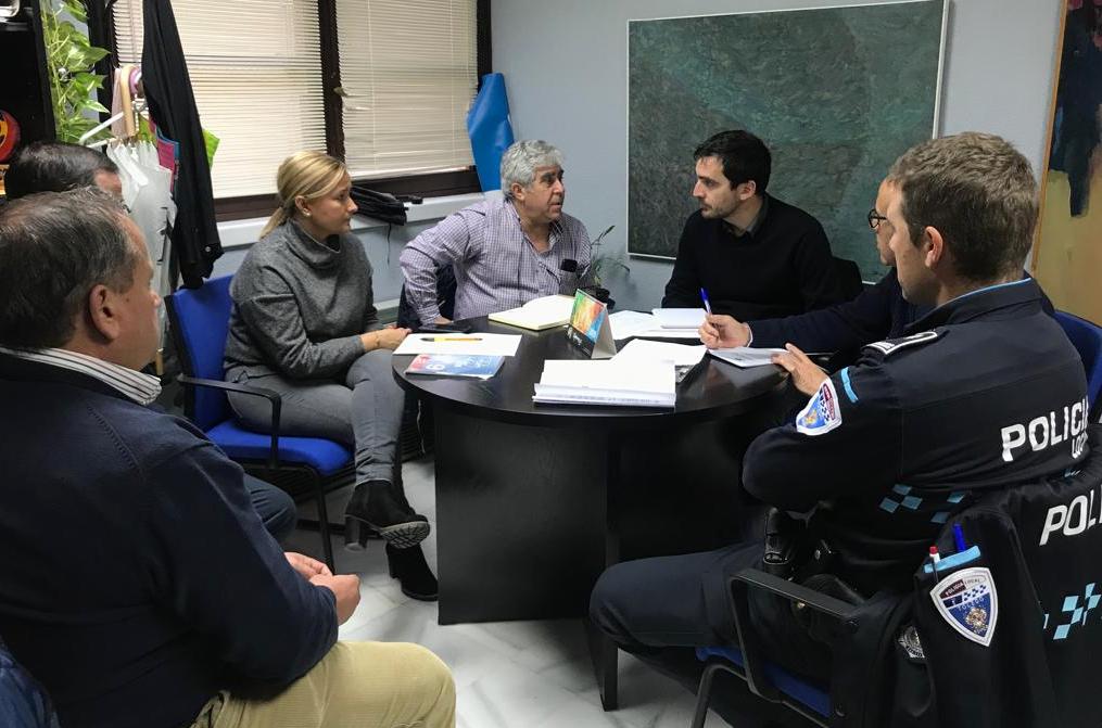 http://www.toledo.es/wp-content/uploads/2018/12/01-reunion-seguridad-toledo-tiene-estrella.jpeg. La ciudad se prepara para recibir el espectáculo 'Toledo tiene estrella', una de las propuestas más destacadas de esta Navidad