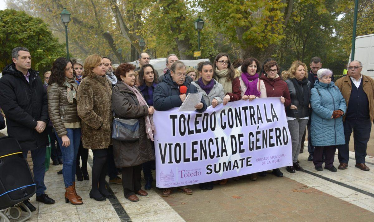http://www.toledo.es/wp-content/uploads/2018/12/01_concentracion_violencia_machista-1200x713.jpg. El Consejo Local de la Mujer pide unidad política para desarrollar las medidas del Pacto de Estado Contra la Violencia de Género