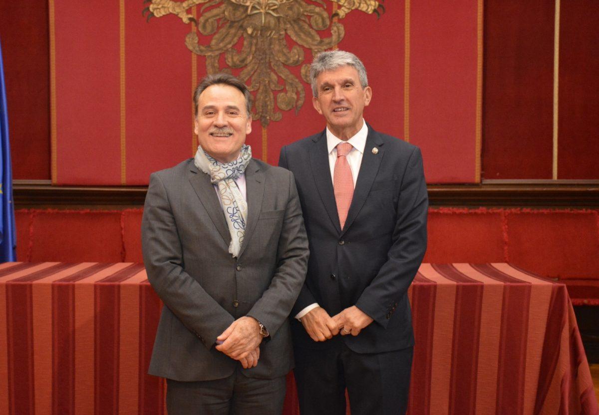 El Ayuntamiento recibe la visita del embajador de Cuba en España