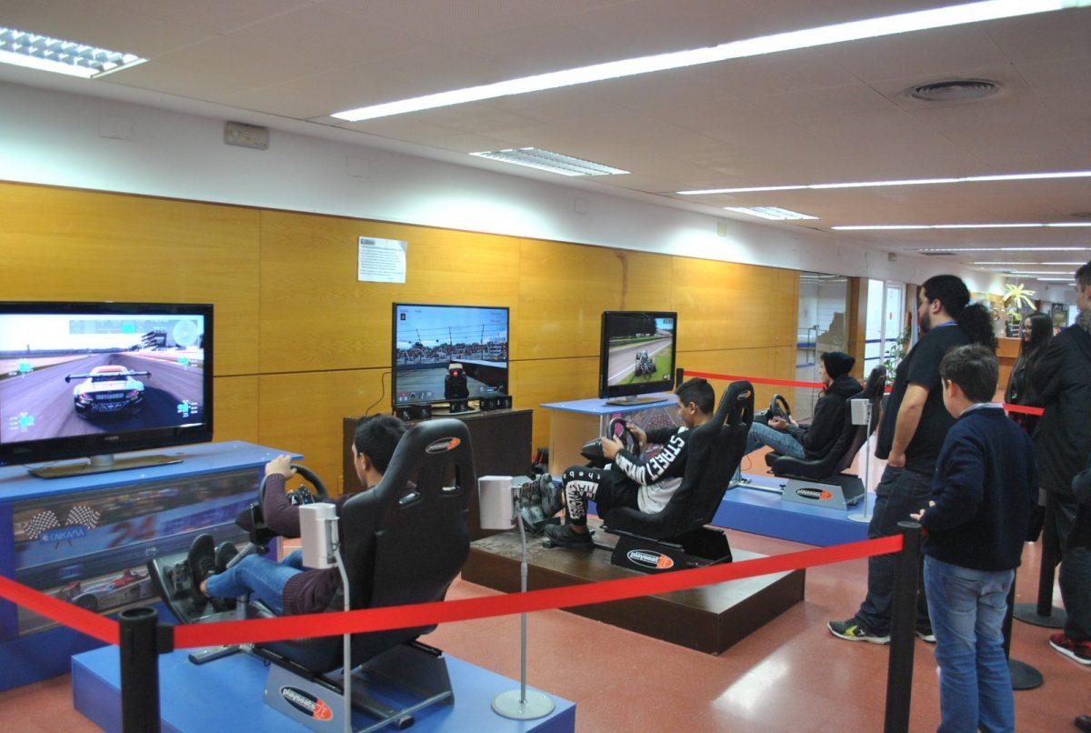 http://www.toledo.es/wp-content/uploads/2018/12/02-festival-nuevas-tic-1200x806.jpg. El Centro Social del Polígono acoge hasta el sábado el Festival de Nuevas Tecnologías organizado por el Ayuntamiento para Navidad