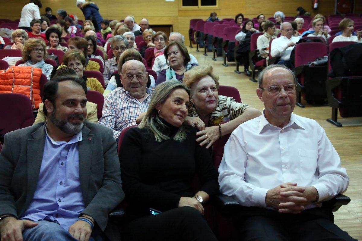 http://www.toledo.es/wp-content/uploads/2018/12/03_actuacion_mayores_poligono-1200x800.jpg. Milagros Tolón comparte con los usuarios del Centro Municipal de Mayores 'Santa María de Benquerencia' su fin de curso