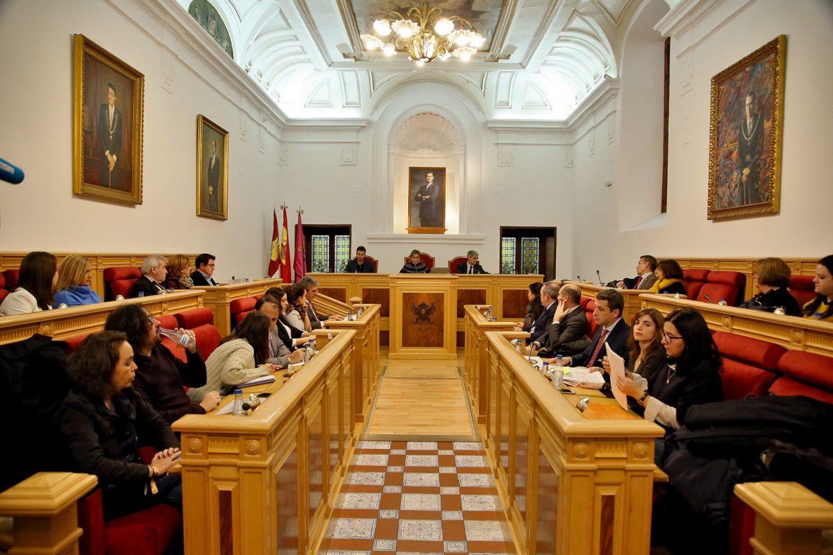 http://www.toledo.es/wp-content/uploads/2018/12/05_pleno_municipal-1200x800.jpg. El Pleno aprueba congelar los impuestos, las tarifas y los precios públicos para 2019; y el expediente de honores y distinciones