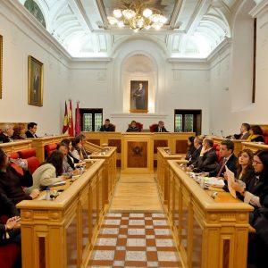l Pleno aprueba congelar los impuestos, las tarifas y los precios públicos para 2019; y el expediente de honores y distinciones
