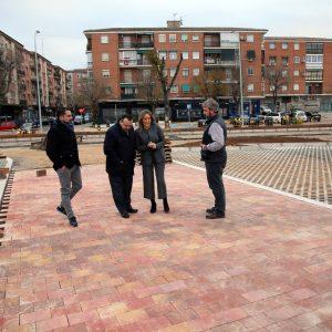 a alcaldesa visita las obras del aparcamiento de Santa Teresa, que continúan a buen ritmo con el adoquinado de las calles