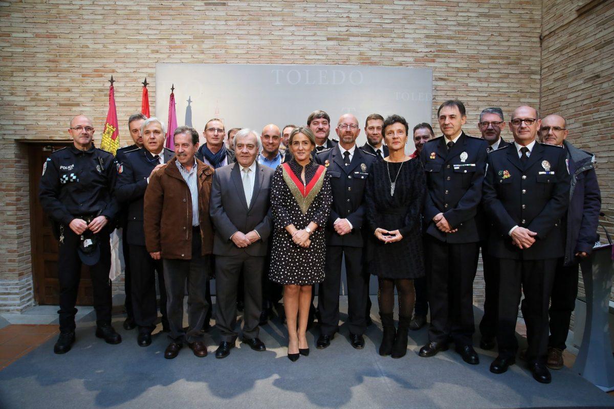 http://www.toledo.es/wp-content/uploads/2018/12/11_toma_posesion_policia-1200x800.jpg. La alcaldesa destaca del nuevo intendente jefe de la Policía Local su dedicación a los toledanos y su conocimiento de la institución