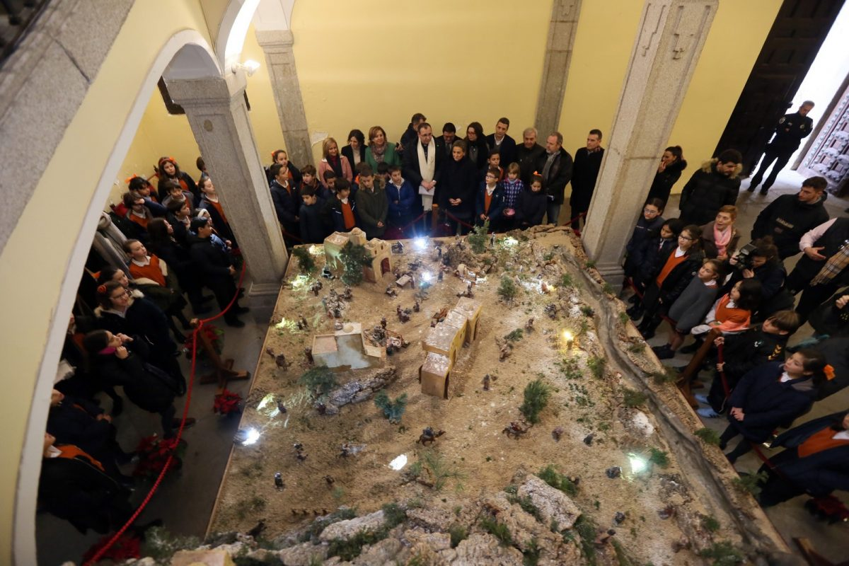 https://www.toledo.es/wp-content/uploads/2018/12/12_belenes-1200x800.jpg. La ruta 'La ciudad de los belenes' se completa con la inauguración de los nacimientos del Ayuntamiento y San Marcos