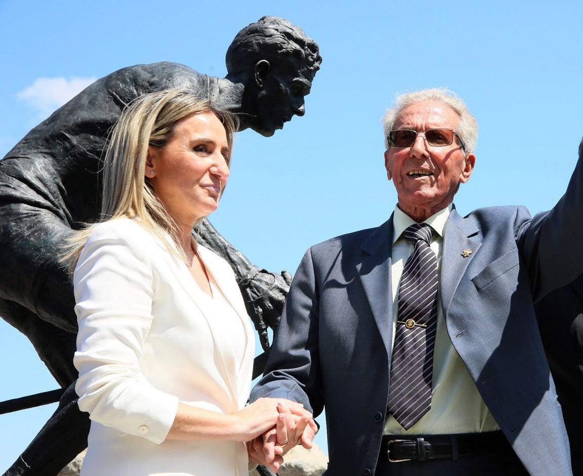 http://www.toledo.es/wp-content/uploads/2018/12/24_homenaje_bahamontes.jpg. La Vuelta rendirá homenaje a Bahamontes en el 60 aniversario de su victoria en el Tour con un final de etapa junto al Alcázar