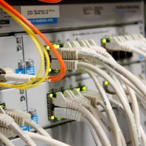 probado el convenio para la llegada de la fibra óptica al Casco y autorizada la gestión de los contenedores de ropa usada a Cáritas