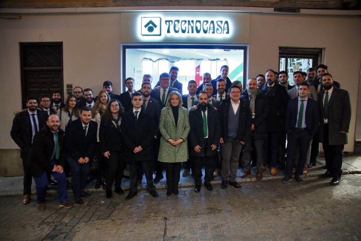 http://www.toledo.es/wp-content/uploads/2018/12/6d8ccce4-e15b-4580-9875-d3270ba75a75-1200x800.jpeg. Milagros Tolón, en la inauguración de una nueva oficina de la agencia inmobiliaria Tecnocasa en el Casco Histórico