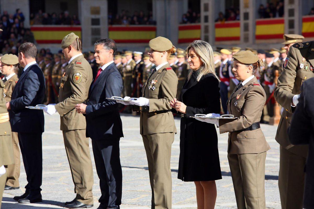 Milagros Tolón participa en el acto de la Academia de Infantería por el Día de la Inmaculada al que asistieron 4.000 personas
