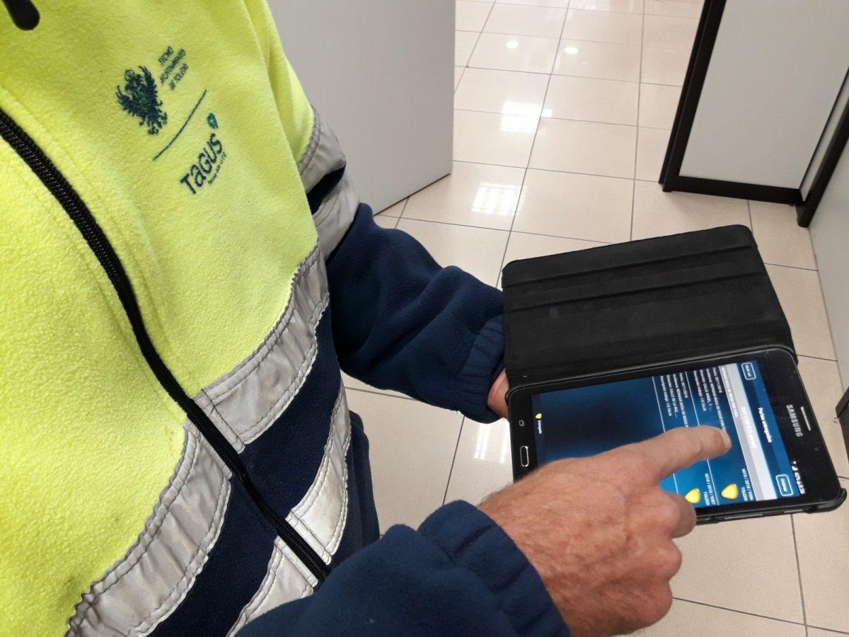 http://www.toledo.es/wp-content/uploads/2018/12/fotografia-nueva-tablet-tagus-1200x900.jpg. El Servicio de Agua y Saneamiento mejora sus prestaciones con la adquisición de tablets para la gestión de las actuaciones