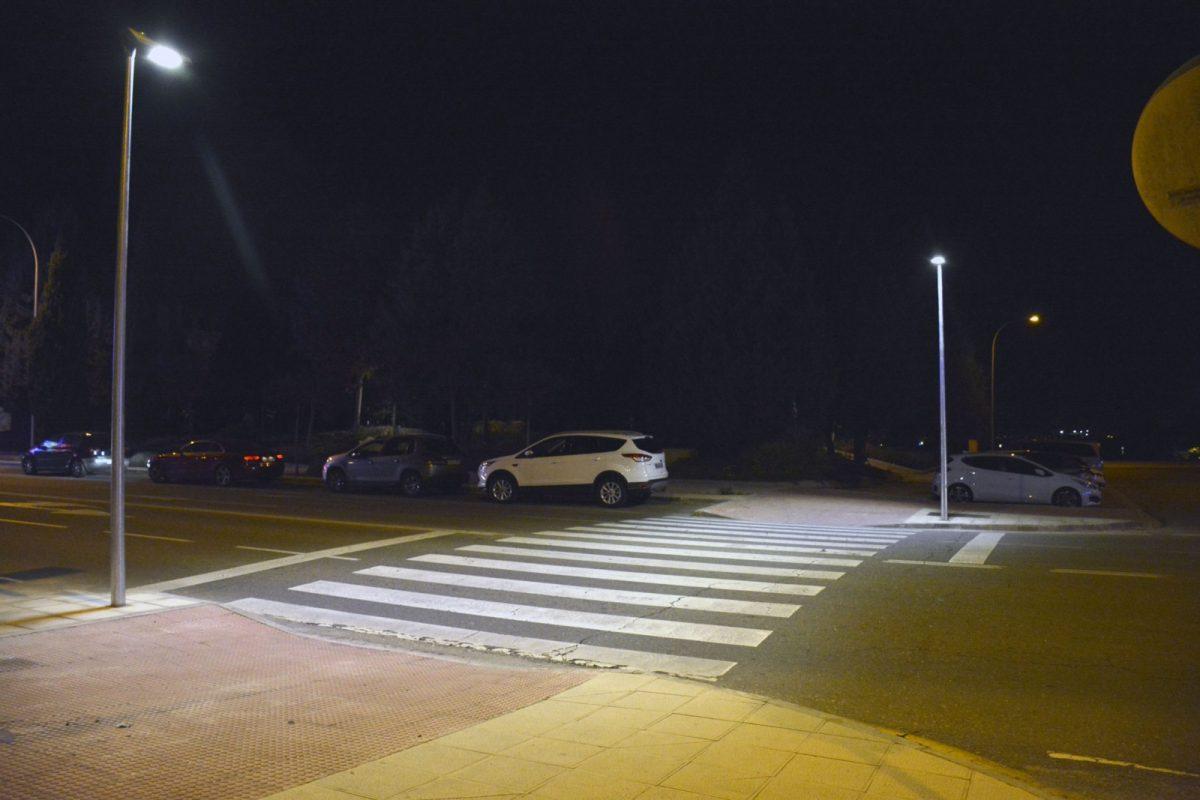 http://www.toledo.es/wp-content/uploads/2018/12/iluminacion_pasos_peatones-5-1200x800.jpg. El Ayuntamiento trabaja en la mejora de la iluminación de 17 pasos de cebra para garantizar la seguridad de los viandantes