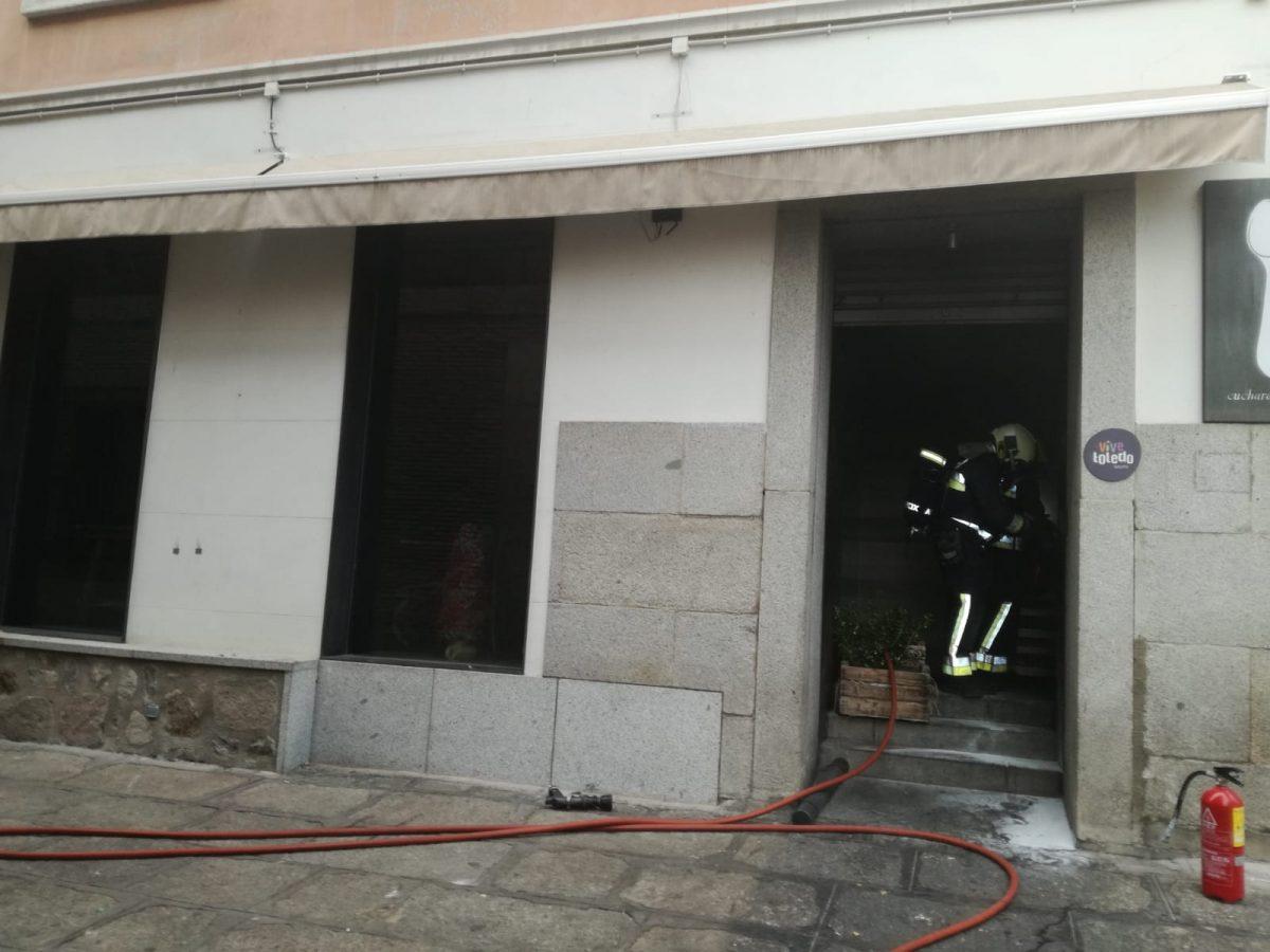 http://www.toledo.es/wp-content/uploads/2018/12/incendio_cucharadepalo-1-1200x900.jpeg. Los Bomberos sofocan un incendio en la cocina del restaurante Cuchara de Palo sin que se hayan producido daños personales