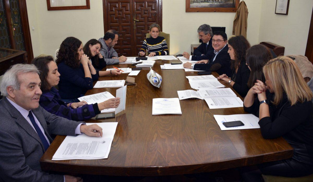 http://www.toledo.es/wp-content/uploads/2018/12/jgl_20181205-1200x698.jpg. El gobierno municipal continúa adjudicando nuevas obras: 400.000 euros para la Escuela de Idiomas, Oficina de Turismo y vial en Escuela de Gimnasia