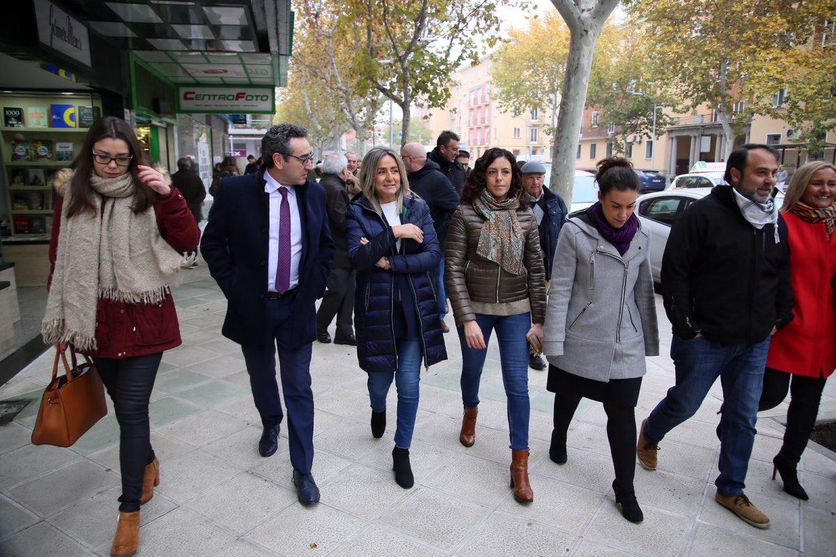 """http://www.toledo.es/wp-content/uploads/2018/12/milagros-tolon_reconquista_1-1200x800.jpeg. La alcaldesa señala que la inversión de 700.000 euros en la avenida de la Reconquista contribuye a hacer """"más ciudad y más Toledo"""""""