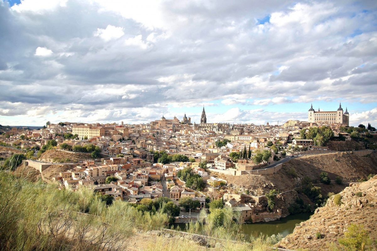 http://www.toledo.es/wp-content/uploads/2018/12/panoramica_toledo-1200x800.jpg. La alcaldesa anuncia la llegada de la fibra óptica al Casco Histórico, San Bernardo y Montesión en el periodo 2019-2020