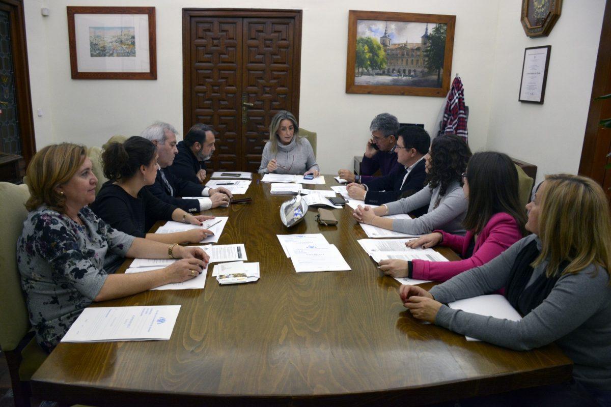 http://www.toledo.es/wp-content/uploads/2018/12/reunion_junta_gobierno-1200x800.jpg. Adjudicadas las obras de rehabilitación del histórico gimnasio de San Lázaro