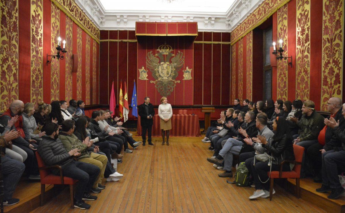 El Ayuntamiento recibe la visita de postgraduados estadounidenses interesados por la historia de la ciudad