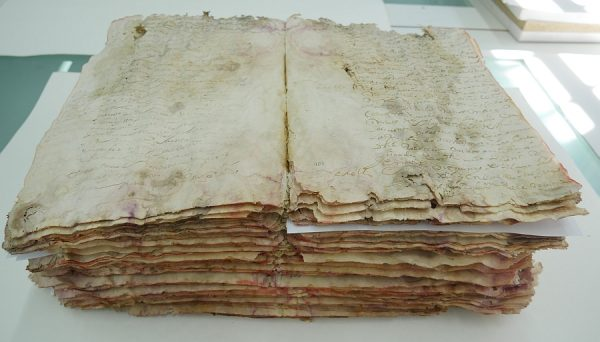 13_Cuerpo del libro desmontado y con limpieza mecánica