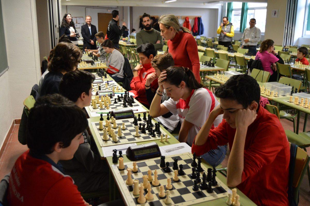 https://www.toledo.es/wp-content/uploads/2019/01/2-1200x798.jpg. Los cinco clubes de ajedrez de la ciudad participan en el Campeonato en Edad Escolar y reciben el apoyo de la alcaldesa