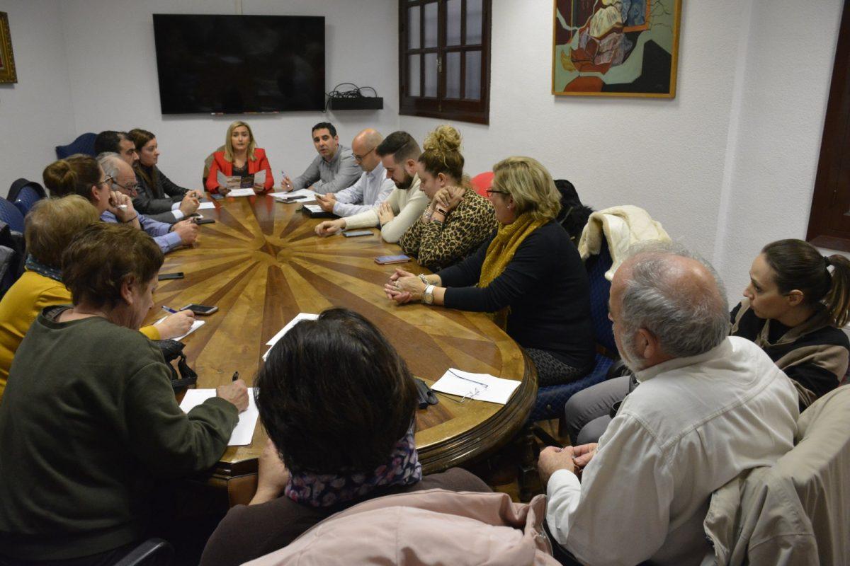http://www.toledo.es/wp-content/uploads/2019/01/dsc1009-1200x800.jpg. El Ayuntamiento celebra una reunión con las asociaciones vecinales para ultimar los preparativos del próximo Carnaval