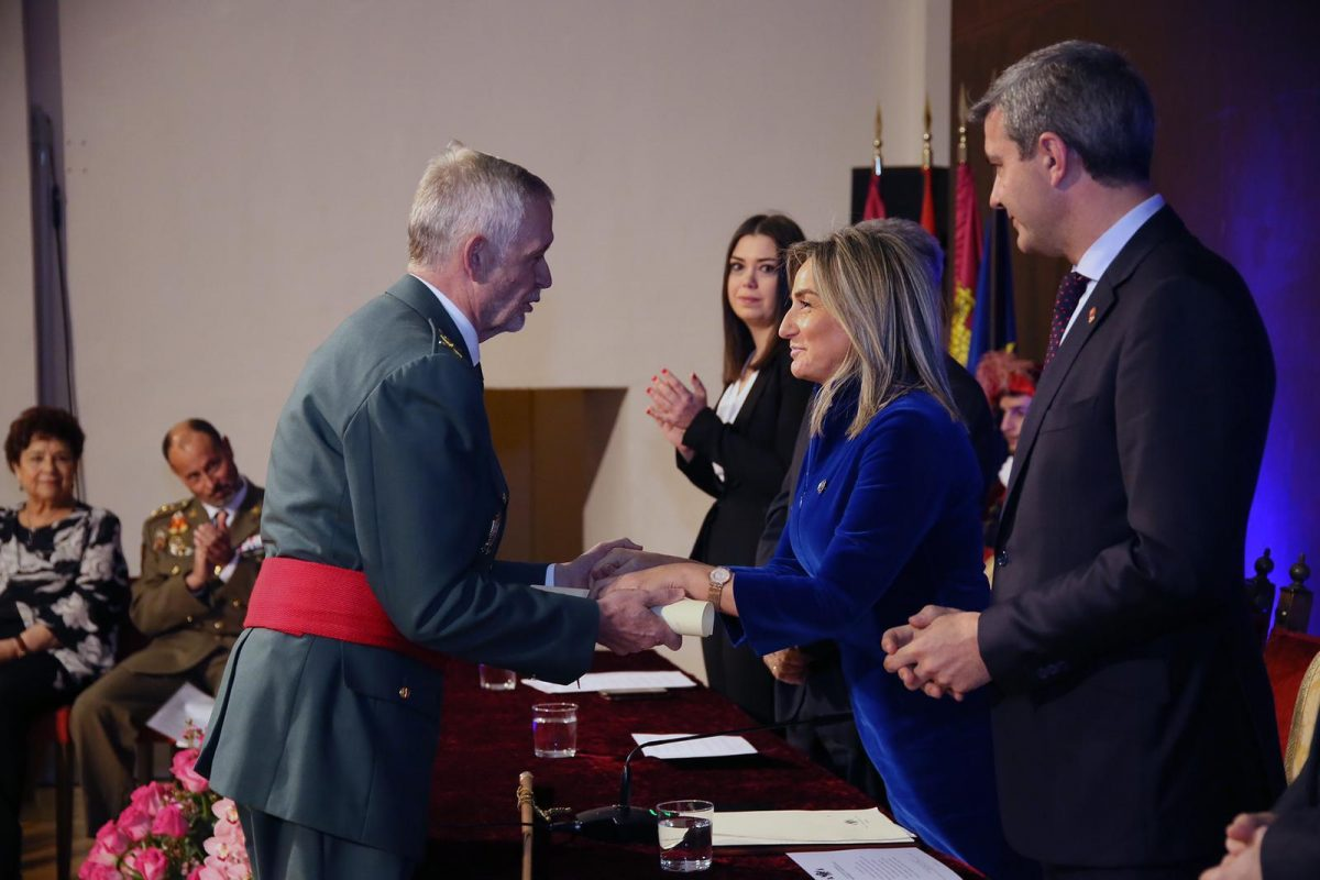 """http://www.toledo.es/wp-content/uploads/2019/01/honores-y-distinciones_2-1200x800.jpeg. Milagros Tolón: """"Con trabajo y esfuerzo contribuimos a que continúen el bienestar y el progreso de Toledo y de España"""""""