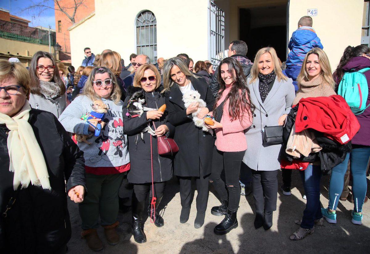 http://www.toledo.es/wp-content/uploads/2019/01/img-20190120-wa0018-1200x824.jpg. La alcaldesa acompaña a los vecinos del barrio de San Antón en los actos organizados con motivo de la celebración de su patrón