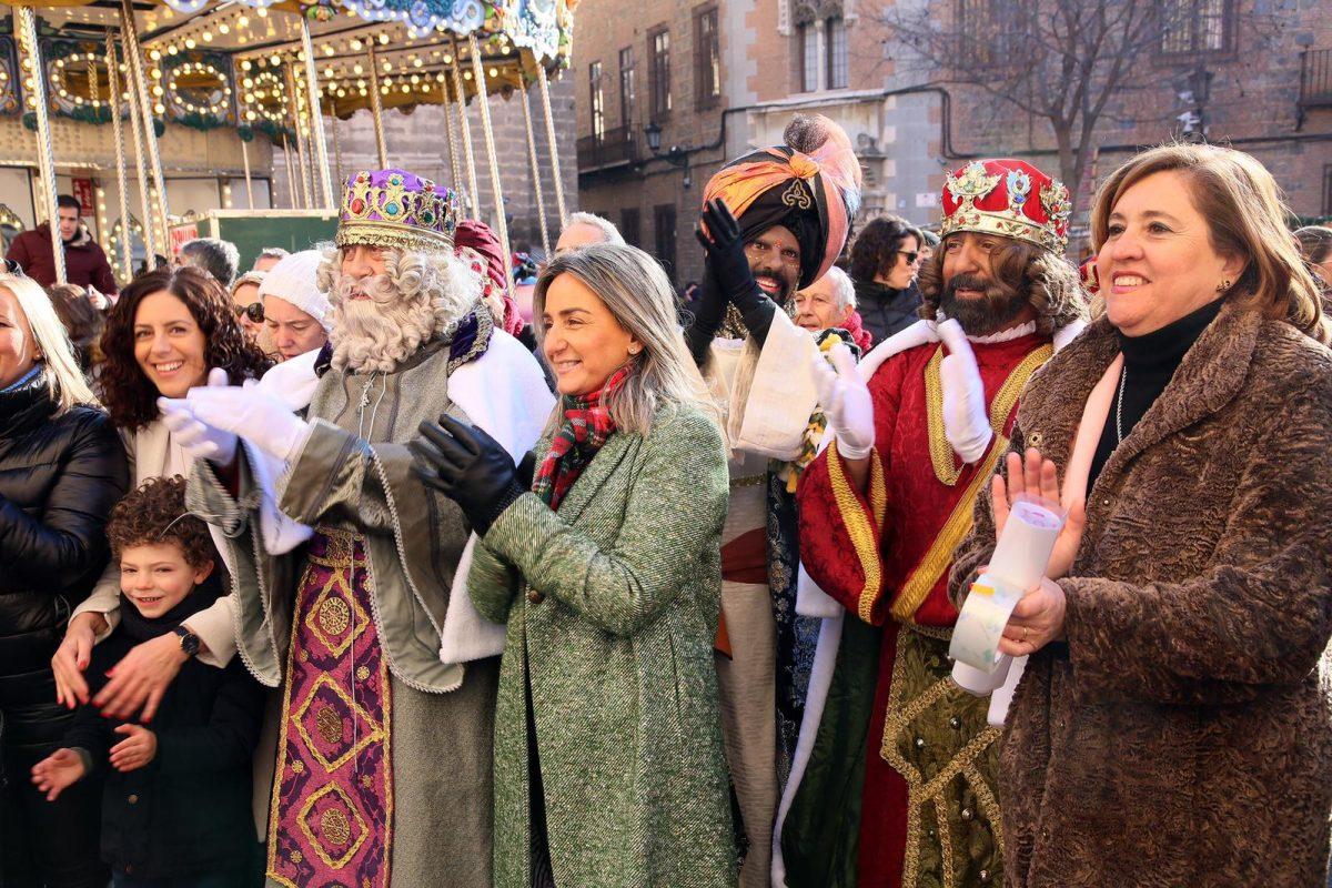 http://www.toledo.es/wp-content/uploads/2019/01/milagros-tolon-recibe-a-sus-majestades_1-1200x800.jpeg. Milagros Tolón recibe a Sus Majestades los Reyes Magos de Oriente en el Ayuntamiento y les desea una feliz y mágica noche