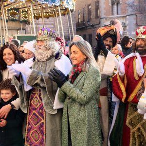 ilagros Tolón recibe a Sus Majestades los Reyes Magos de Oriente en el Ayuntamiento y les desea una feliz y mágica noche