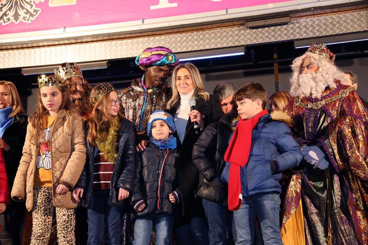 https://www.toledo.es/wp-content/uploads/2019/01/milagros-tolon_cabalgata_2-1200x800.jpeg. Melchor, Gaspar y Baltasar protagonizan una multitudinaria Cabalgata de Reyes, la más extensa y mágica de los últimos años