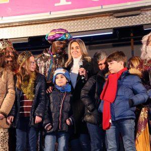 elchor, Gaspar y Baltasar protagonizan una multitudinaria Cabalgata de Reyes, la más extensa y mágica de los últimos años
