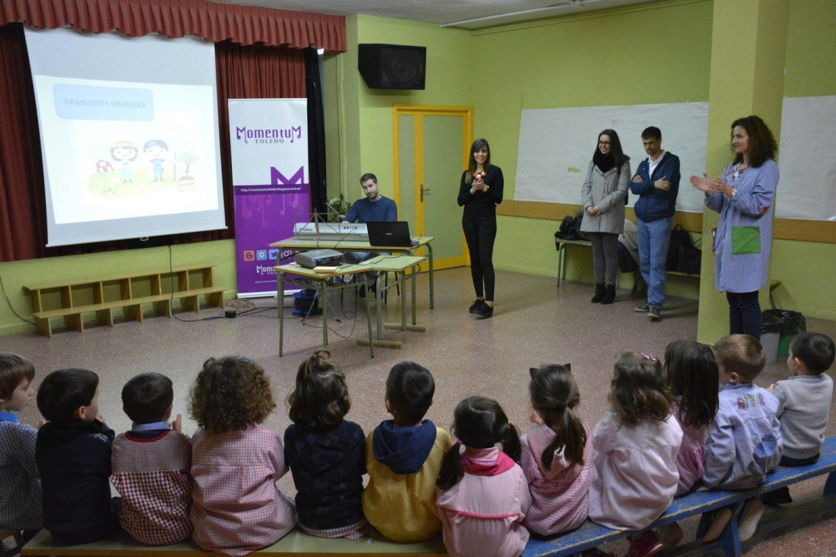 http://www.toledo.es/wp-content/uploads/2019/02/01-nuria_cogolludo_concierto_didactico-1200x800.jpg. El Ayuntamiento ofrece conciertos didácticos en distintos colegios de la ciudad para acercar la música a los escolares