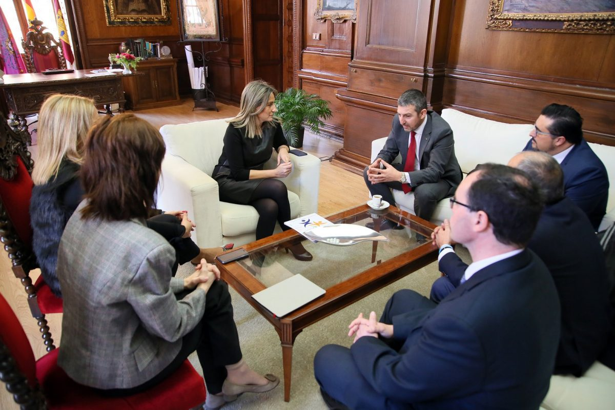 http://www.toledo.es/wp-content/uploads/2019/02/01_congreso_diabetes-1200x800.jpg. La alcaldesa traslada su apoyo a la Federación Española de Diabetes que celebrará su III Congreso Nacional en Toledo