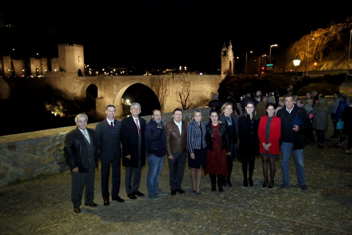 http://www.toledo.es/wp-content/uploads/2019/02/01_puente_alcantara-1200x800.jpg. Milagros Tolón anuncia, en el encendido del Puente de Alcántara, la renovación de la iluminación artística de San Juan de los Reyes