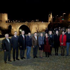 ilagros Tolón anuncia, en el encendido del Puente de Alcántara, la renovación de la iluminación artística de San Juan de los Reyes