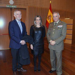 a alcaldesa asiste a la conferencia 'Normativa y Protocolo del uso de la Bandera Nacional' enmarcada en el ciclo de la muestra 'Roj